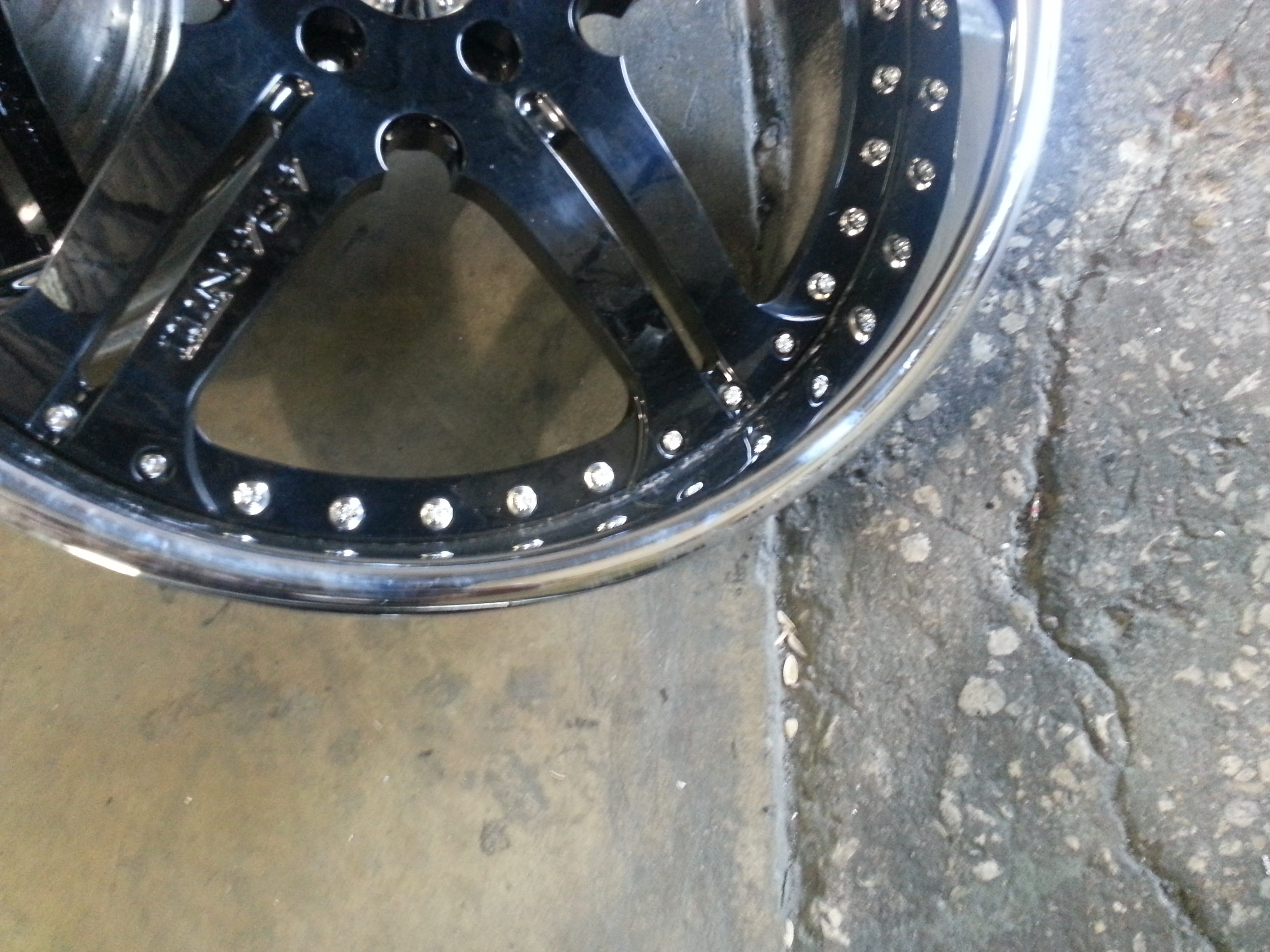 Damaged bent 22 inch asanti wheel pic 3 with chrome chipping and road rash